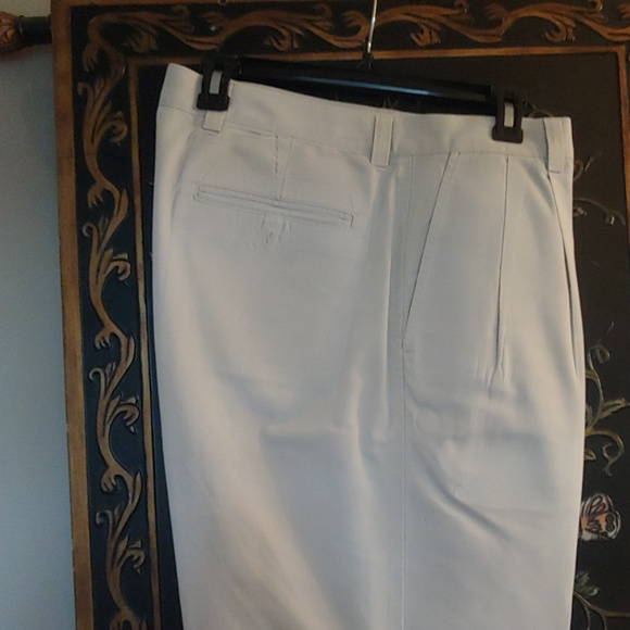 Gap Other - 36x31 Men's Pleated Front Khakis.